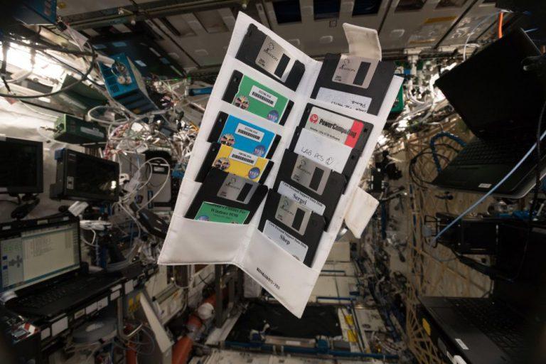 Uluslararası Uzay İstasyonu hâlâ çok sayıda disketle dolu