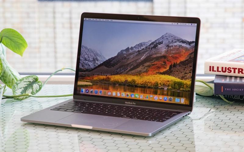 Yeni Macbook Pro'lar Güçlü AMD Vega GPU ile satışta