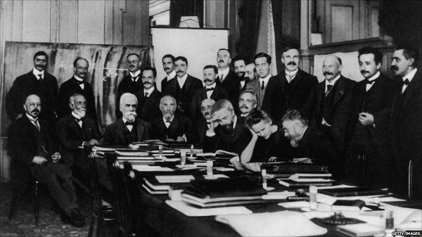 1911 tarihli ilk Solvay Konferansı.