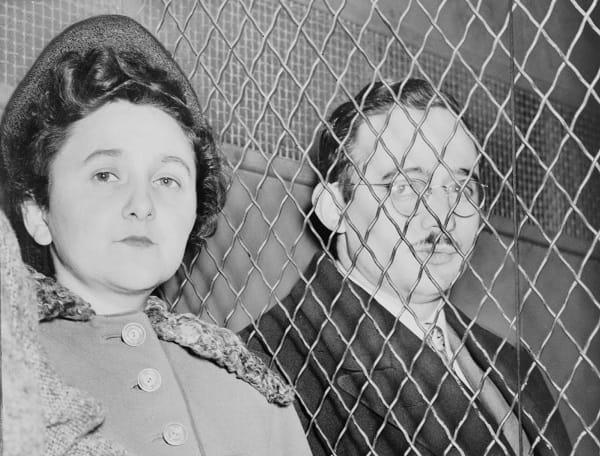Soğuk savaşın şifreleri: Rosenberg çifti ''casusluktan'' mahkemeye çıkarılarak idam edildi.