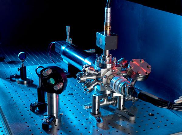 Dönen nötron yıldızları atomik saatleri ayarlamaya yardım ediyor