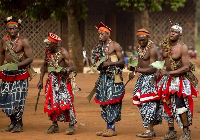 Ayin dansları Afrika topluluklarının ayırt edici özelliğidir