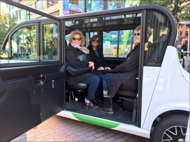 İlk sürücüsüz toplu taşıma aracı kullanıma sunuldu
