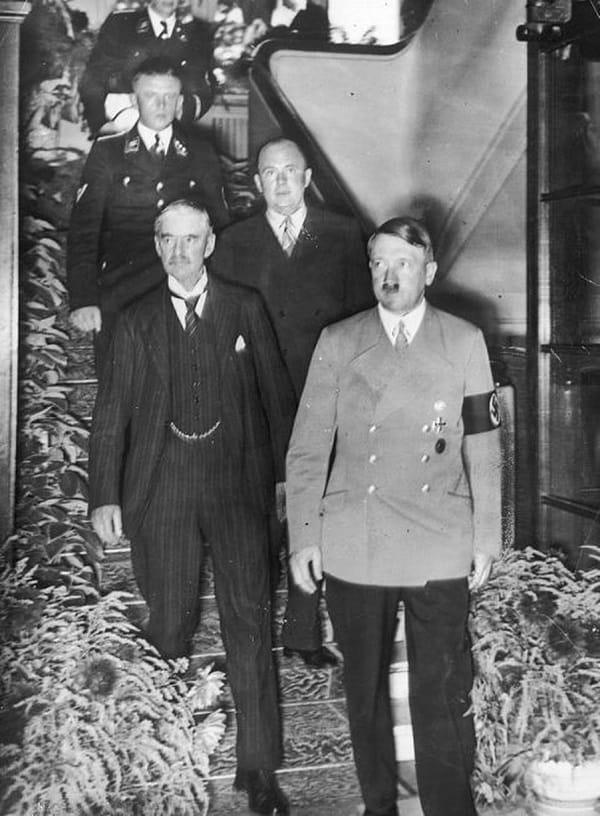 Neville Chamberlain ile Hitler