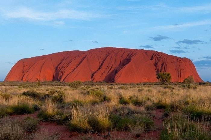 ''Uluru'' yani Ayers Kayası, Aborijinlerce kutsal sayılır ve manevi güçler taşıdığı düşünülür