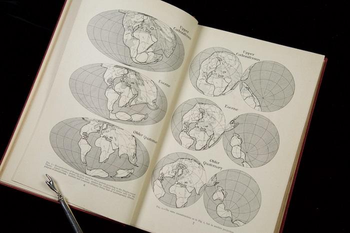 The Origin of Continents and Oceans / Alfred Wegener