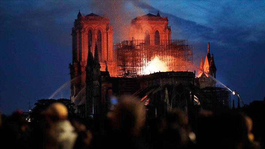 Yangın söndüren drone'lar Notre Dame