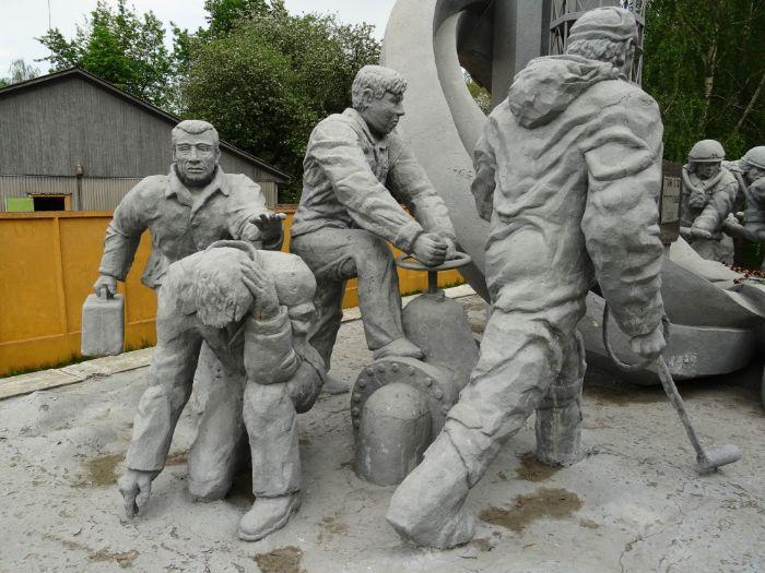 çernobil reaktör işçiler anıt heykel