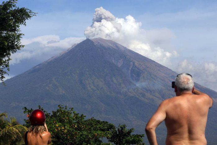 agung volkanik yanardağı