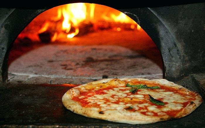 Napoli'deki en lezzetli yemekler / Pizza & Calzone