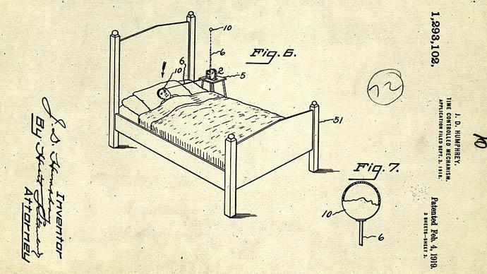 Darbe vererek uyandıran çalar saat patentler