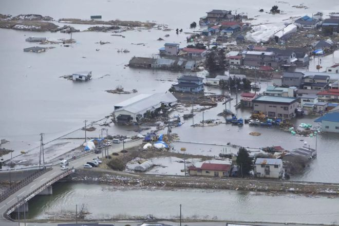 en yıkıcı tsunamiler tohoku japonya
