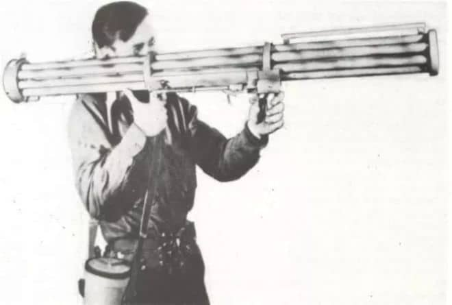 ilk omuzdan atılan uçaksavar roket