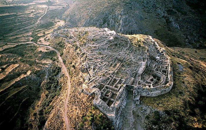 Mykenai uzun bir kuşatmaya dayanacak şekilde inşa edilmiş güçlü bir üstü.