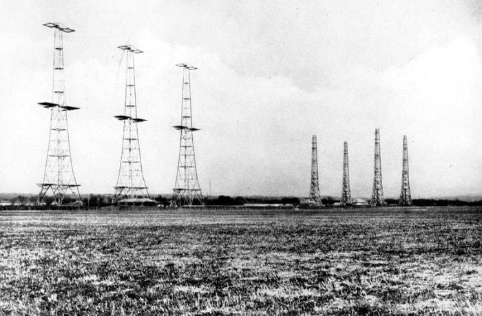 The Early Warning Radar Systems That Defended WWII / 1940 başlarında İngiltere, güney kıyısı boyunca 29 kadar istasyonu kurdu / Britanya Savaşı