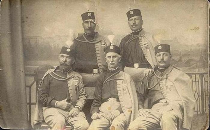 Saraybosna Suikastı için tüm hazırlıkları yapan Kara El örgüt üyeleri, eski askerlerden oluşuyordu