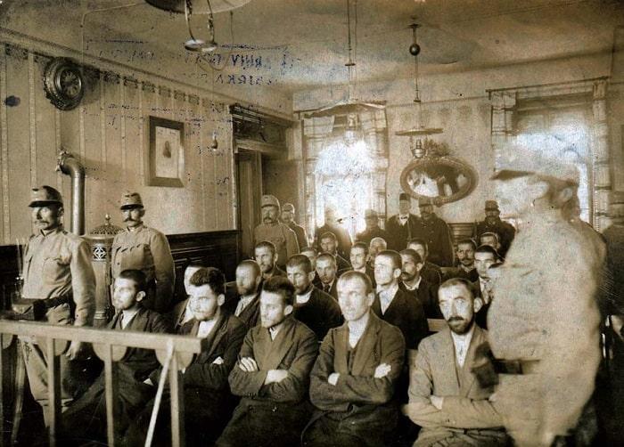 Gavrilo Princip beş kişinin ihanet ve cinayetten yargıladıkları duruşmadan baş sanıktı. Yaşları küçük olduğundan Princip ile Kabrinoviç ölüm cezası almaktan kurtuldu. Nisan 1918'de hastanede veremden öldüğünde 23 yaşındaydı.