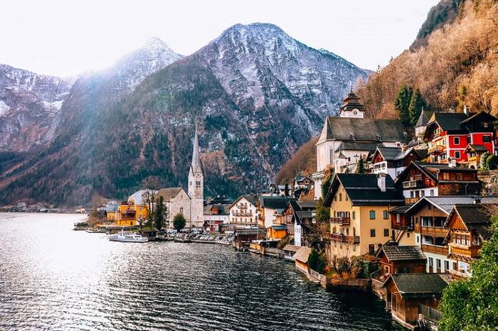 Avrupa'nın en ünlü turizm bölgelerinden birisi olan Hallstatt antik kültür geçmişiyle de dikkat çekici