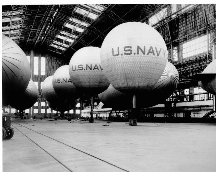1940'da ABD hangarındaki askeri balonlar