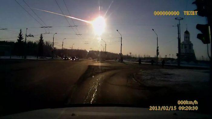 2013'te Rusya'nın Çelyabinsk şehrine düşen süper bolit meteor