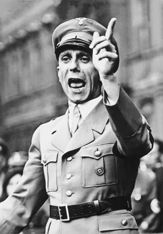 Nazi Almanyası Halkı Aydınlatma ve Propaganda Bakanlığı başkanı Joseph Goebbels.