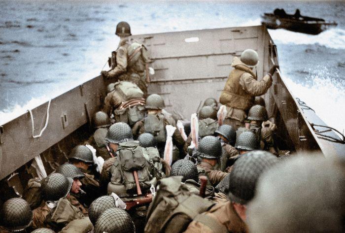 Normandiya çıkarması sırasında Amerikan askerlerinin ilk dalgası Alman makineli tüfekleri ve denize döşenen mayınlar ile imha edildi
