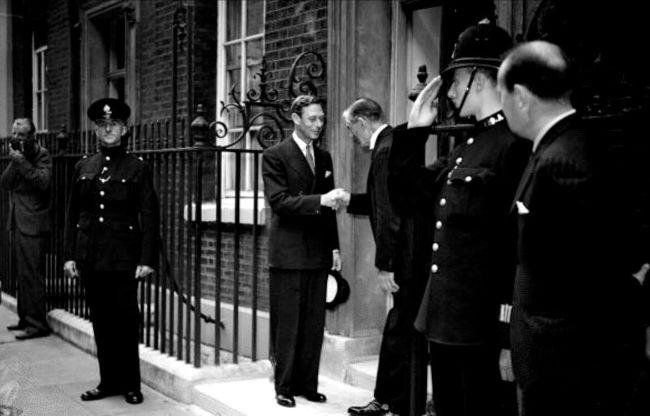 VI. George ve İngiltere Başbakanı Neville Chamberlain