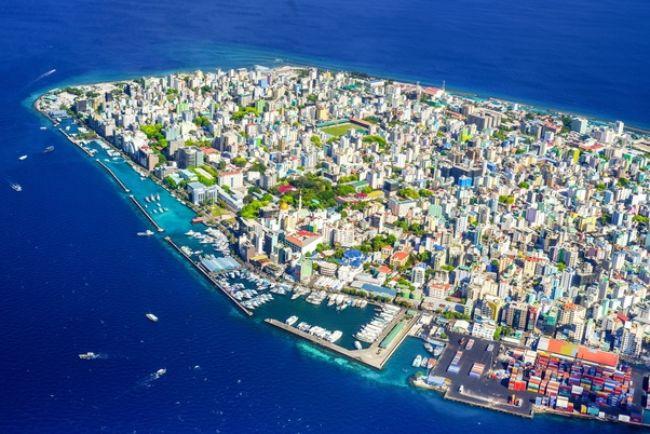 Maldivler yükselen deniz seviyesiyle mücadelenin bir yolu olarak ekolojik kum torbaları kullanılıyor.