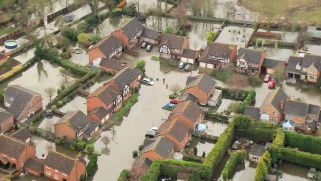 Thames Nehri'nden gelen sel suyu.