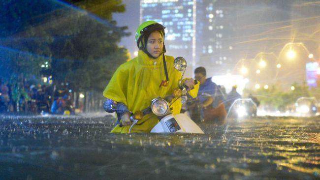 Vietnam'da caddeler sular altında.