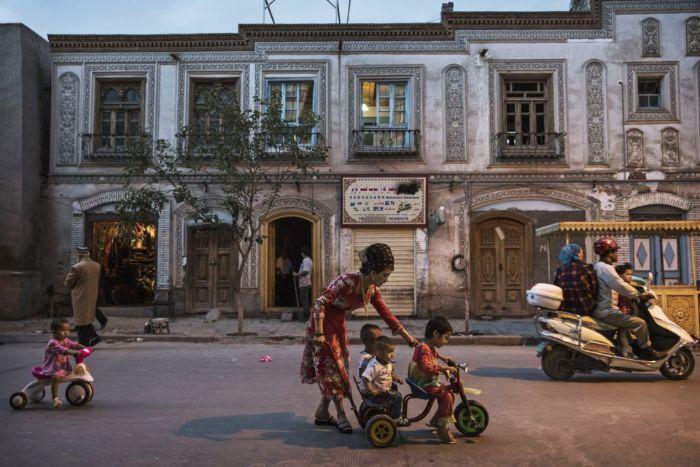 Sincan şehrinde yaşayan Uygurlular. 10 milyon Uygurlunun yaşadığı Kaşgar şehri.