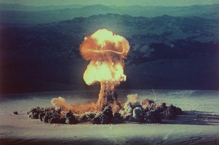 ABD tarafından 1957'de Nevada'da patlatılan birçok nükleer bombadan biri: Operation Plumbbob.