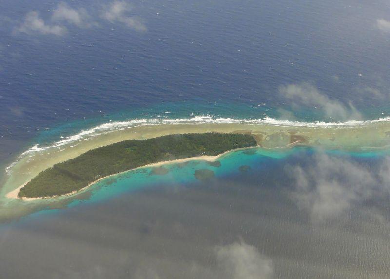 Yükselen deniz seviyesinin etkilerinin görüldüğü Marshall Adası. İklim değişikliği etkisidir.