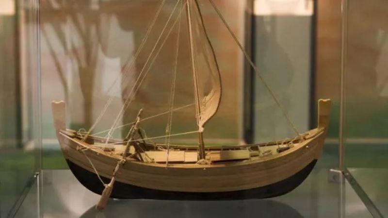 Uluburun'da bulunan geminin ahşap maketi.