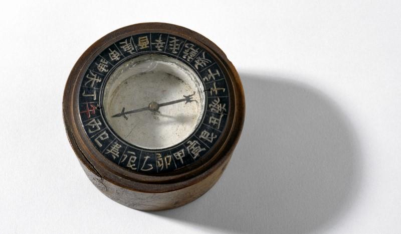 Bir denizci pusulasının bilinen ilk örneği, 12. yüzyıl Çin'ine uzanıyor.