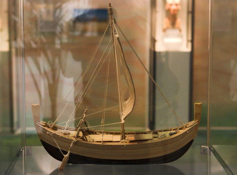MÖ 1330-1300 yılları arasında Kaş (veya Likya) açıklarında batan Tunç Çağı gemisi Uluburun'un yeniden oluşturulmuş maketi