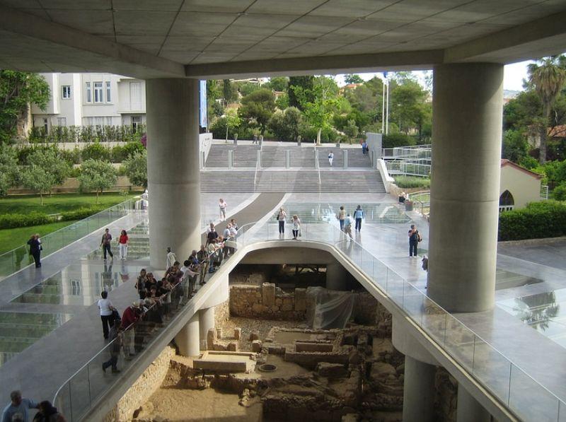 Akropolis Müzesi altında bir kazı. Klasik çağlardan Geç Antik Çağ'a kadarki binaların katmanlarını içeren bu alan Atina kentinin tarihini barındırıyor.