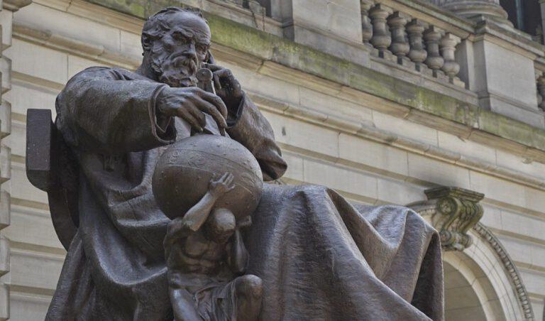 ilk bilim insanı