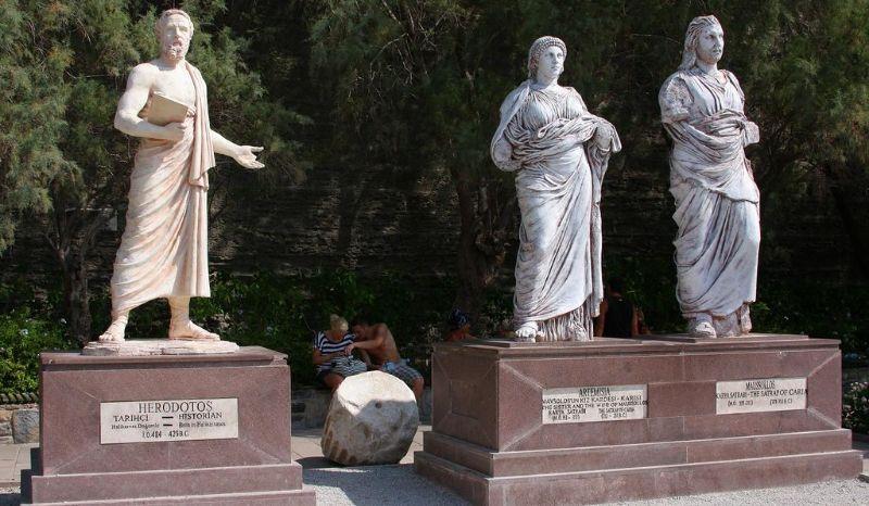 Eski adıyla Halikarnas'ta (Bodrum) bulunan Herodot heykeli.