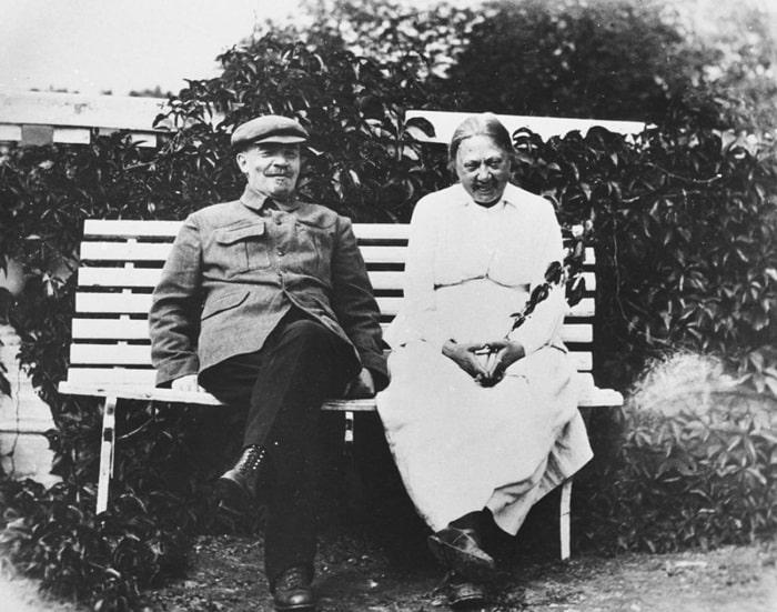 Vladimir Lenin ve karısı kırsaldaki mülklerinde (Vladimir Loboda/МАММ/MDF/russiainphoto.ru)