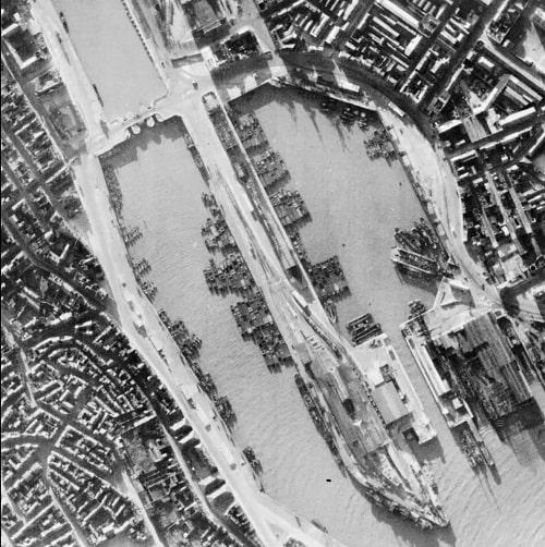 Alman kuvvetleri bunun yerine yüzlerce nehir mavnası topladı ve denizde römorkörlerle çekmeyi planladılar (RAF Official Photographer/ Imperial War Museums)