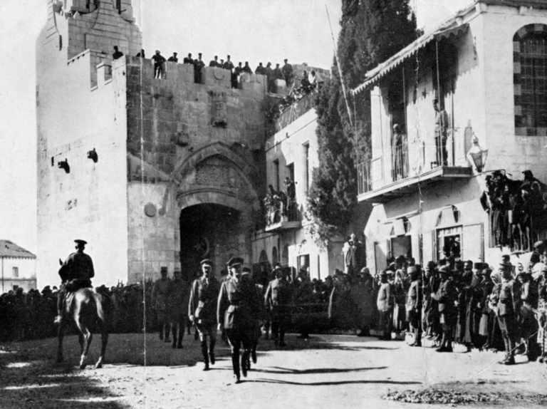 General Edmund Allenby, Birinci Dünya Savaşı'nda Osmanlı kuvvetlerine karşı Filistin'de gerçekleşen İngiliz seferi sırasında 11 Aralık 1917'de Kudüs'e yürüyerek girdi (Universal History Archive/Getty Images)