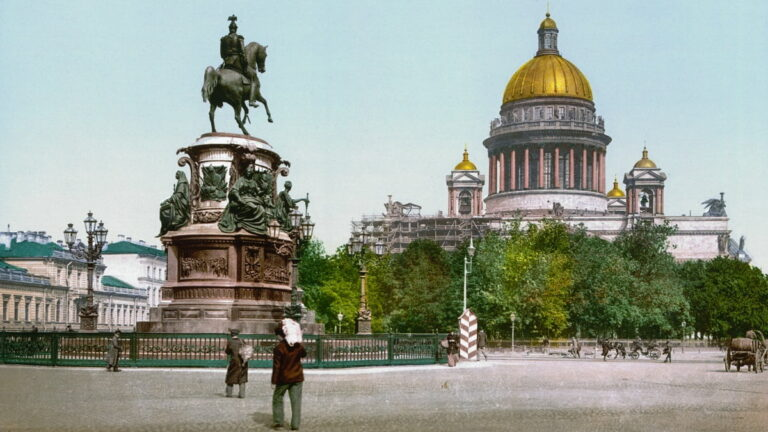 The_monument_to_Nicholas_I_on_St_Isaacs_Square_1890-1900-min.jpg