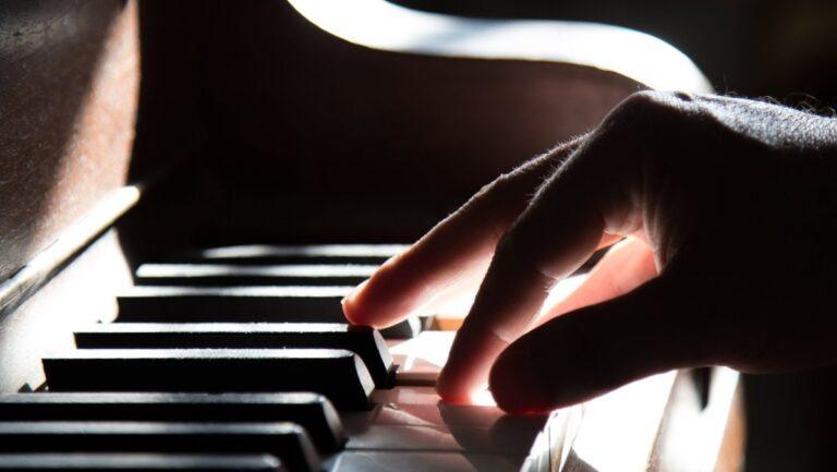 Neden hüzünlü müzik dinlemekten hoşlanıyoruz?