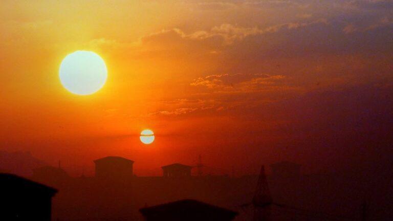 iki güneşli gökyüzü