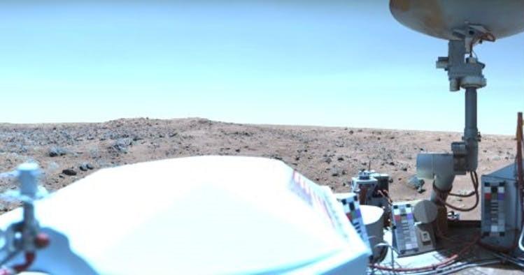 29 Ağustos 1976'da Viking uzay aracından alınan mavi Mars gökyüzünün fotoğrafı. NASA/JPL.