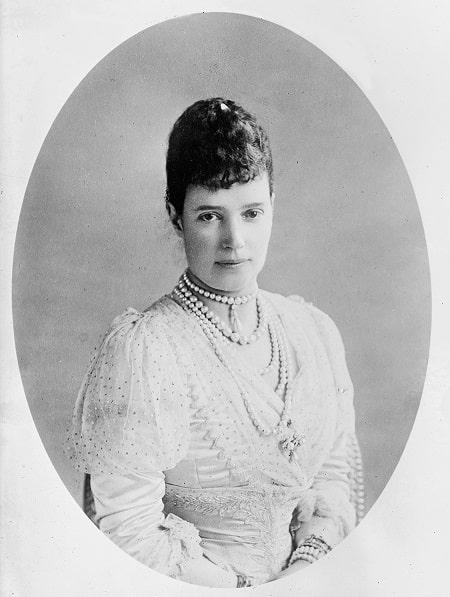 Rusya'nın Dowager İmparatoriçesi Maria Feodorovna, 1911. Alexandra'nın küçük kız kardeşi, Birleşik Krallık Kralı VII. Edward'ın Kraliçe Eşi,Danimarkalı Dagmar (1847-1928), 9 Kasım 1866'da gelecekteki Çar Alexander III ile evlendi
