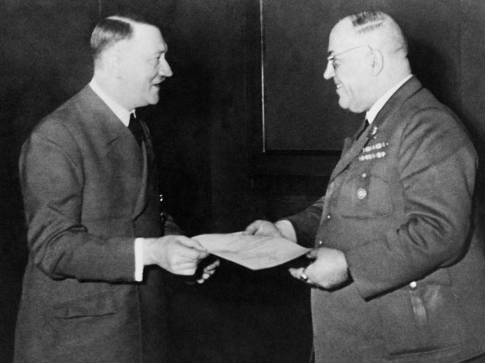 Hitler ve Theodor Morell.