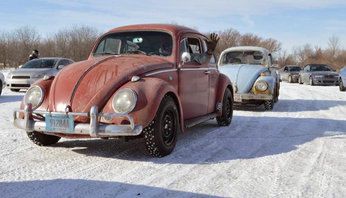 kar içinde araba