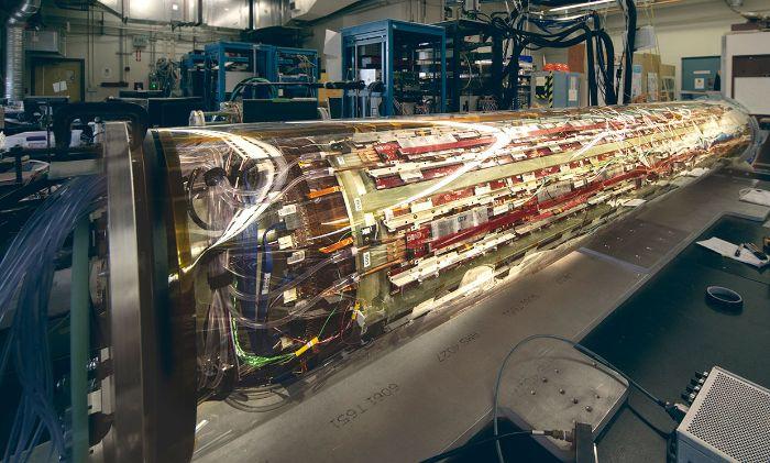 CERN'de, yerçekiminin antimadde üzerindeki etkisini araştıran türünün ilk örneği ALPHA-g dedektörü.